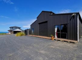 Tunnel Beach Barnstay, farm stay in Dunedin