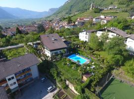 Hotel Pension Rechtenthal, hotel a Termeno