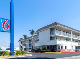 Motel 6-Anaheim, CA - Fullerton East, hotel in Anaheim