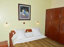 Hotel - Y, hotel in Douala