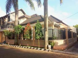 Palmview Homestay Griya Mertojoyo, pet-friendly hotel in Malang
