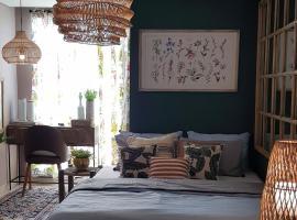 Hidden Haven Studio Apt at Louise Kienne Simpang Lima, apartment in Semarang