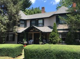 Pinecrest Bed & Breakfast, vacation rental in Asheville