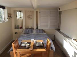 Self-contained small apt. Weymouth, apartment in Weymouth