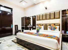 FabExpress Sant Golden Temple, hotel near Sri Guru Ram Dass Jee International Airport - ATQ, Amritsar