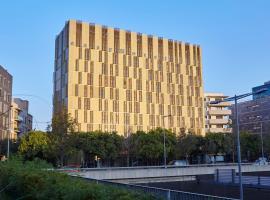 easyHotel Barcelona Fira, hotel in Hospitalet de Llobregat