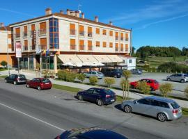APARTAMENTOS CASAS NOVAS, hotel near Feira Internacional de Galicia, Silleda