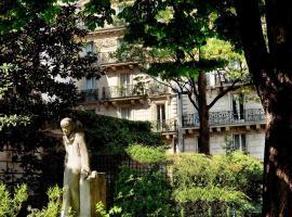 Residence Henri IV, hotel near Notre Dame Cathedral, Paris