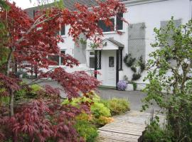 Cwmbach Guest House, accommodation in Neath