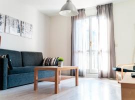 Apartamentos Pirineos Rent, hotel cerca de Puente, Candanchú