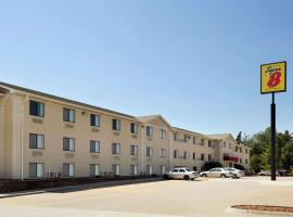 Super 8 by Wyndham Lincoln North, hotel near Lincoln Airport - LNK, Lincoln