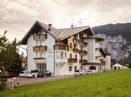 Hotel Belvedere Srl, hotel near Lamar Lake, Fai della Paganella