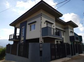 Restful 3BR Hillside Duplex House, hotel in Baguio