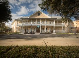 Gruene River Hotel & Retreat, hotel near Comal River Tubing, New Braunfels