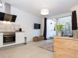 Vieil Antibes Superbe Cosy Jardin, budget hotel in Antibes