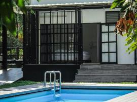 Ban Rub Lom Pool Villa, villa in Rayong