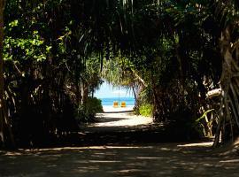 Palm Beach Inn & Sea Shells Cabanas, отель в Бентоте