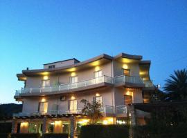 Souris Hotel, hotel in Rovies