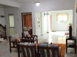 2-Storey House Bandar Tasik Selatan Homestay, villa in Kuala Lumpur