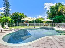 Comfortably Chic Pool Home Retreat, vacation rental in Naples