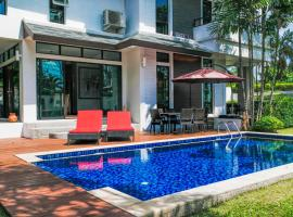 4 Bed Luxury Private Pool Villa, hotel in Layan Beach