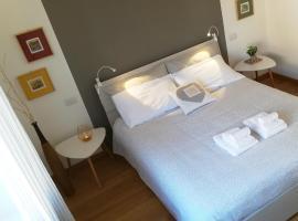 LuNa Apartment, hotel cerca de Veronafiere Congress Centre, Verona
