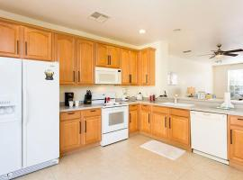 Beautiful Vacation Townhouse at Vista Cay apt 54, budget hotel in Orlando