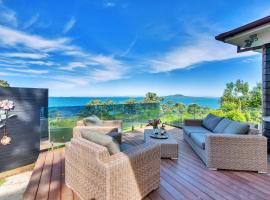 Majestic Cliff-Top Mansion in Campbells Bay, accessible hotel in Auckland