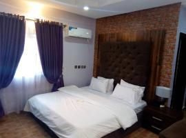 Glajosh Hotels, hotel in Umuahia