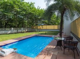 Greenwoods Four by Vista Rooms, hotel with pools in Lonavala
