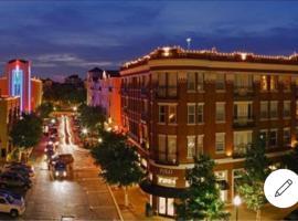 POSH UPTOWN 2 BED RM CONDO, vacation rental in Dallas