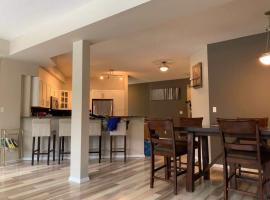 Mordern Apt 3BR 2BATH with King Bed Walk to Downtown, hotel in Edmonton