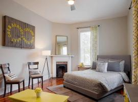 414B Waldburg st · 2 Bedroom Oasis near Forsyth Park, apartment in Savannah