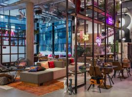 Moxy Frankfurt City Center, hotel near Goethe House, Frankfurt/Main