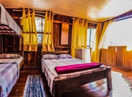 Pousada Recanto Tropical, guest house in Ilha do Mel
