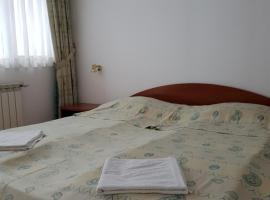 Къща за Гости Каров - 2 звезди, хотел в Чепеларе