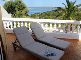 Villa AZURE SUNRISE 40m. from the sandy beach., pet-friendly hotel in Sounio