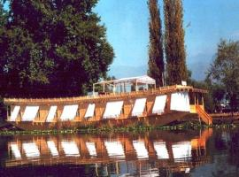 Houseboat Lily of Nageen, boat in Srinagar