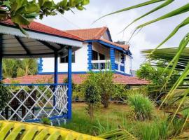 Aqua Arina Holiday Farm House, beach hotel in Murud