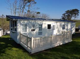 Newquay Bay Resort - Kali's Caravan, hotel with pools in Newquay
