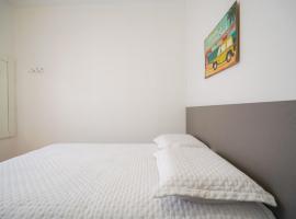 De Mala & Tudo Hostel/Pousada, hotel with pools in Torres