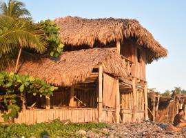Pelicano Surf Camp, homestay in La Libertad