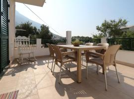 Guest House Lipo, hotel with jacuzzis in Makarska