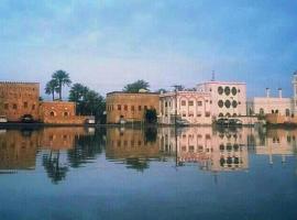 Chic Suite Close To Sharjah Beach and Aquarium, apartment in Sharjah