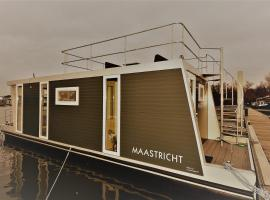 """Cozy floating boatlodge """"Maastricht""""., self catering accommodation in Maastricht"""