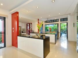 Esplanade Villa, vacation home in Port Douglas