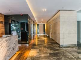 Sunset Seaview Vacation Condos @ R'viera SOHO, pet-friendly hotel in Kota Kinabalu