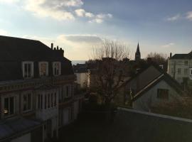 Maison individuelle dans ancienne ecurie, hotel near NEOMA Business School, Rouen