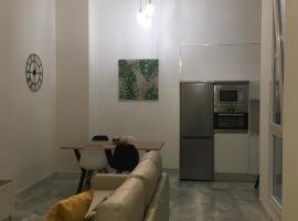 Apartamento nuevo en casa tipo palacio, hotel cerca de Parque Genovés, Cádiz