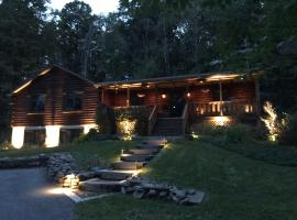 42 North - The Log House, holiday home in Hartwick